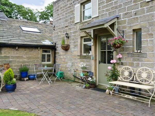 Oaklands Cottage (Ref. 17593) is just one of the lovely Yorkshire holiday cottages we have on offer!