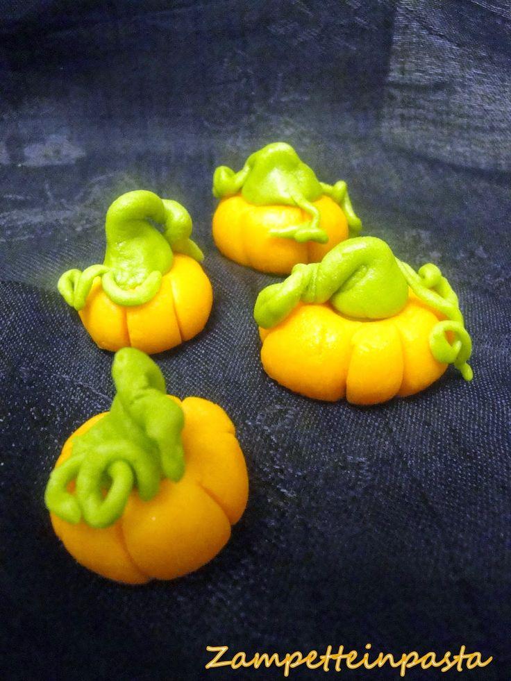 Zucche di Halloween con la pasta di zucchero - Pumpkins of sugar paste
