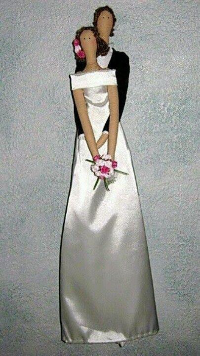 Noiva Tilda com seu noivo.