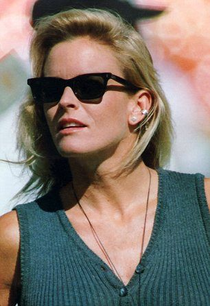 O.J's wife Nicole Simpson was found in a pool of blood outside of  875 (now renumbered 879)S. Bundy Drive, Brentwood  on 12th. June 1994 at Midnight, her throat had been slashed. Also found stabbed to death there was her friend Ron Goldman. Simpson was later tried but found not guilty of her murder.