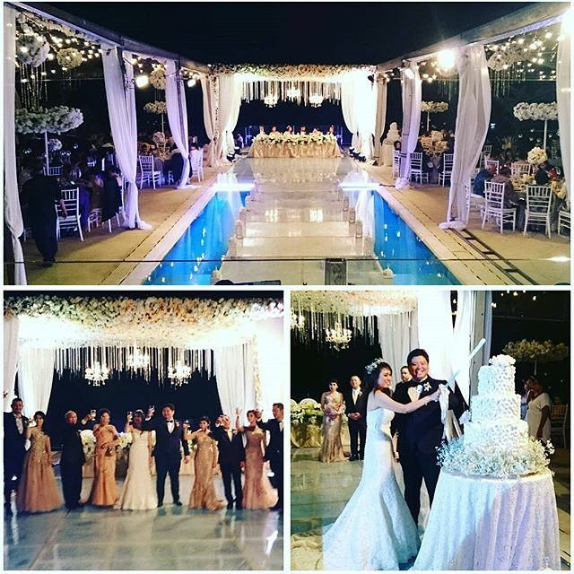 Last Sunday 15 Nov 2015... At Cahyadi & Yuly's Wedding... The one with The Decor Concept The one with The Toast And the one with The Cake @yulyherawaty #weddingplanner #tomodachiweddingconsultant @tomodachiweddings #weddingconcept #cahyadiyulywedding #weddinginbali Lay out Concept by: @tomodachiweddings Wedding cake: @lenovellecake Decor: @steve_decor Stage: @balifloatingstage Venue: Villa Anugrah Uluwatu Bali by tomodachiweddings