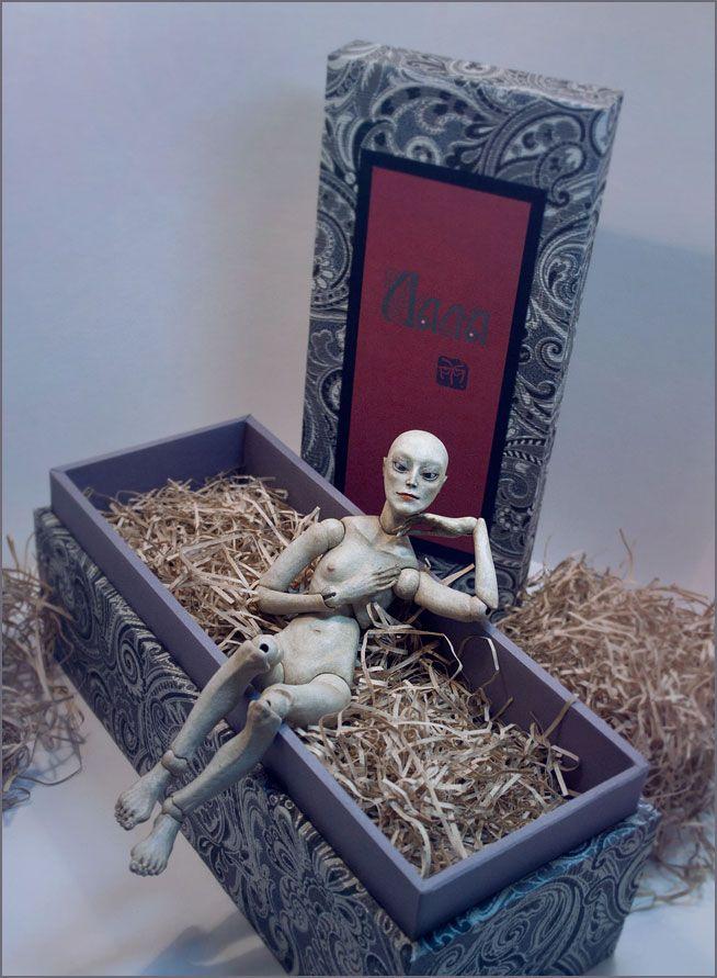 Шарнирная кукла Ведьма Лала - готова к отъезду в новый дом.