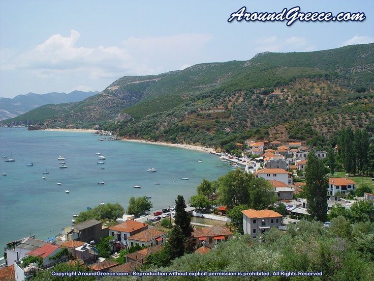 The popular coastal village of Platanias  http://www.aroundpelion.com