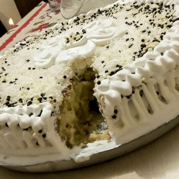 Bolo Gelado de Abacaxi - Essa receita de bolo gelado é uma maravilha!Muito gostosa... Para a festa ou para o lanche, um bolo gelado é sempre uma ótima pedid...