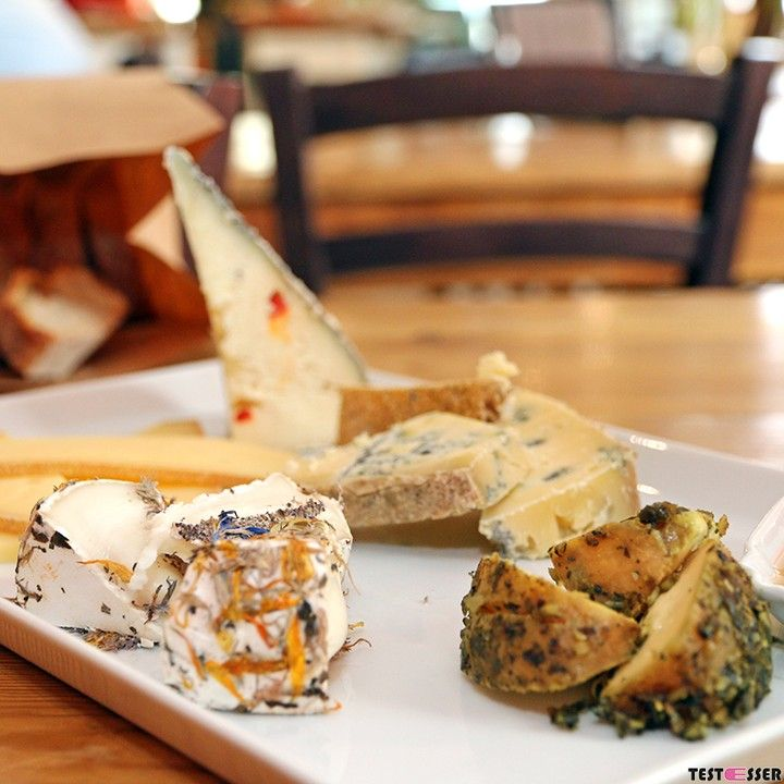 Great #brunch  #geheimtipp!! Wir hatten einen tollen Brunch in der Greißlerei de Merin! Bericht wie immer im #blog! #frühstück #käse #schinken #wollschweinsalami #greisslerei #foodgasm #foodpic #instafood #foodies #foodie #foodshot #foodstagram #instafood #photooftheday #picoftheday #testesser #graz #steiermark #austria #igersgraz