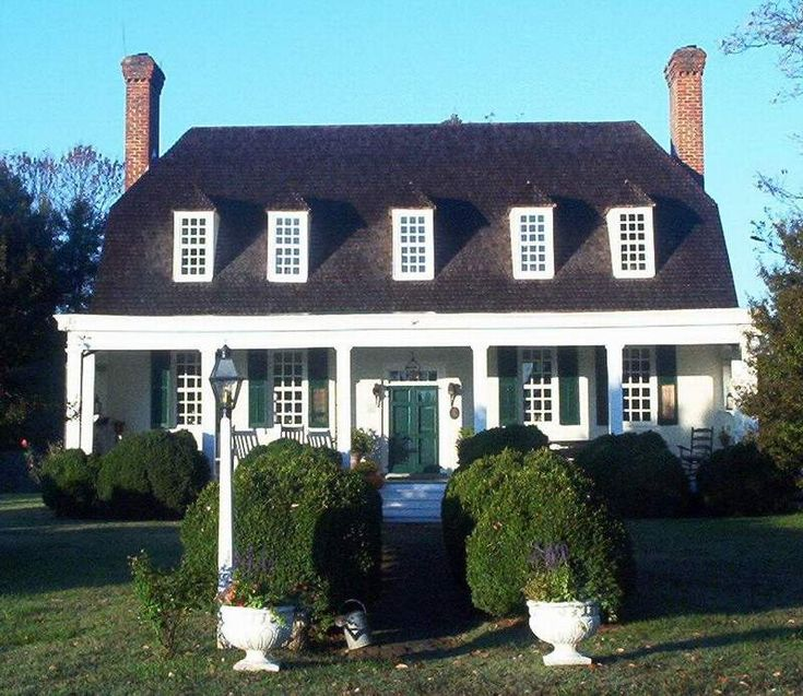 Bowling Green, VA : Old Mansion - The pre-Georgian manor house was originally called Bowling Green after the long green lawn before the entr...