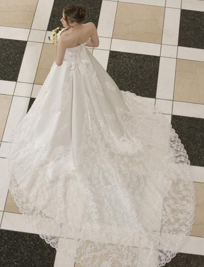 イタリアンカットレースを豪華にあしらったロングトレーンドレス♪ ♡クラシカルな花嫁衣装ウェディングドレスまとめ参考一覧♡