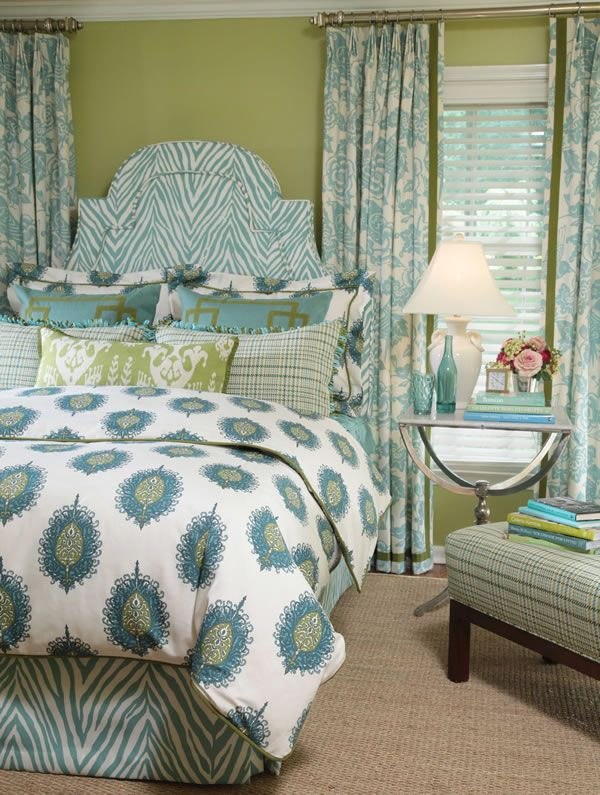 Bright and fun color scheme-perfect for the guest room I want to make over!: Colors Combos, Spare Bedrooms, Green Wall, Houses Ideas, Calico Corner, Bedrooms Decor, Green Rooms, Bedrooms Curtains, Bedrooms Ideas