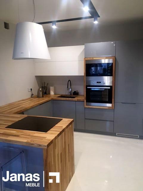 Ciepło drewna+metaliczna szarość+nasze wykonanie= piękne wnętrze #kitchenfurniture #wood #furniture #kitchen #modernkitchen #beautifulkitchen #interior #meblejanas #design #greyandwood  www.meblejanas.eu