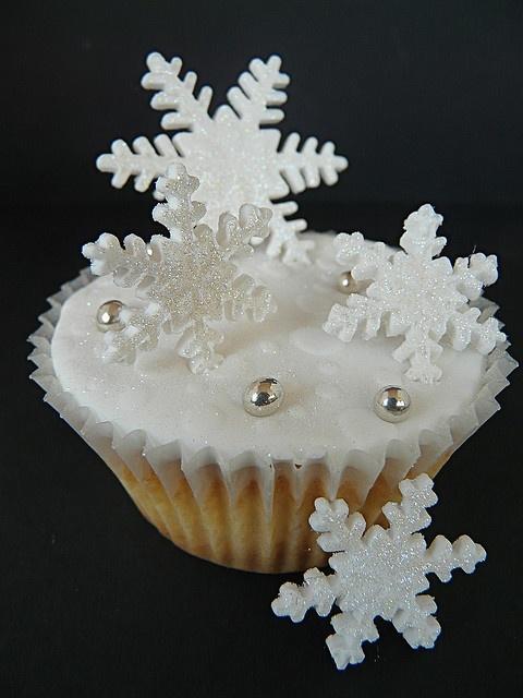 Snowflake by http://www.flickr.com/photos/abbietabbie/3022317720/in/set-72057594123448395/