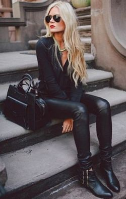 ChaqueJourSonLook All Black