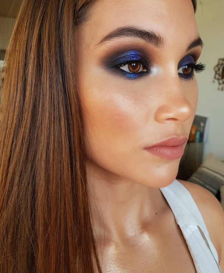 Blue eyeshadow with glitter smokey eye by Russian Makeup Artist on instagram