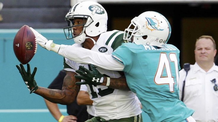 Brandon Marshall flags Dolphins' Byron Maxwell for excessive holding