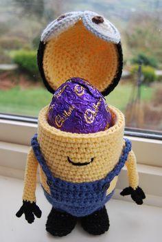 Who's hoping for Minions of Easter Eggs?! Free crochet Easter Egg holder pattern at Slightly-Sheepish.