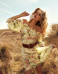 Flirty dress with som cowboy boots...love