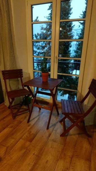 Zwei Stühle Und Ein Tisch Zum Zusammenklappen Holz Sehr Gut