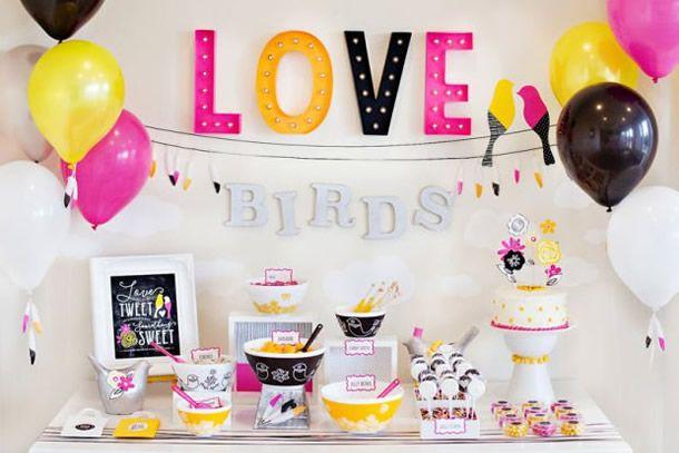 chá bar moderninho em rosa, amarelo e preto tema birds.