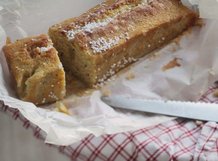Här kommer recept på en riktig mormorskaka – nämligen Kardemummakaka! En sådan där kaka som man tänker sig att mormödrar ställer fram till trefikat. Kakan kräver inget finlir utan är robust...