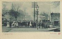 1900 's-Gravenweg bij de Hoflaan, gezien uit het oosten. Op de achtergrond links de toren van de Hoflaankerk.
