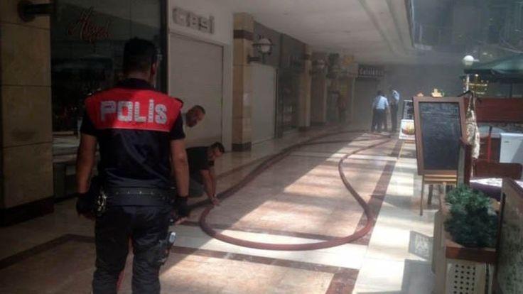"""Ankara'da AVM'de yangın! Vatandaşlar tahliye edildi  """"Ankara'da AVM'de yangın! Vatandaşlar tahliye edildi"""" http://fmedya.com/ankarada-avmde-yangin-vatandaslar-tahliye-edildi-h56462.html"""
