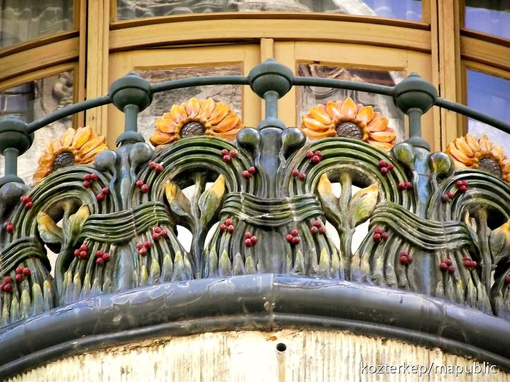 Art Nouveau balcony detail; Bedő House, Budapest, Hungary     http://kozterkep.hu/