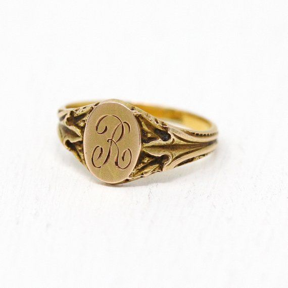 Classic Vintage 1920s Art Deco 10k Gold Letter R Baby Signet Ring This Petite Little Ring Has Beautiful Linear Designs Along Kids Rings Baby Rings Signet Ring