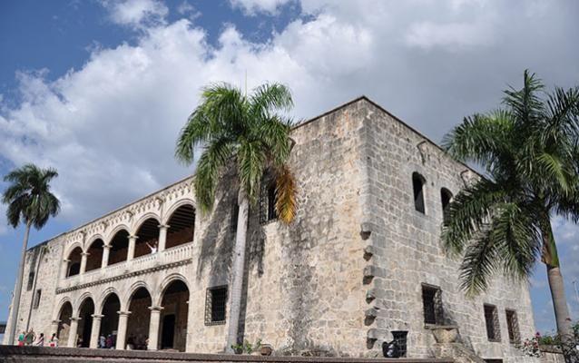 Museo Alcázar de Cólon, Santo Domingo © Labalajadia - Fotolia.com Plus d'infos : http://www.lonelyplanet.fr/article/preparer-son-voyage-en-republique-dominicaine #AlcazardeColon #musée #SaintDomingue