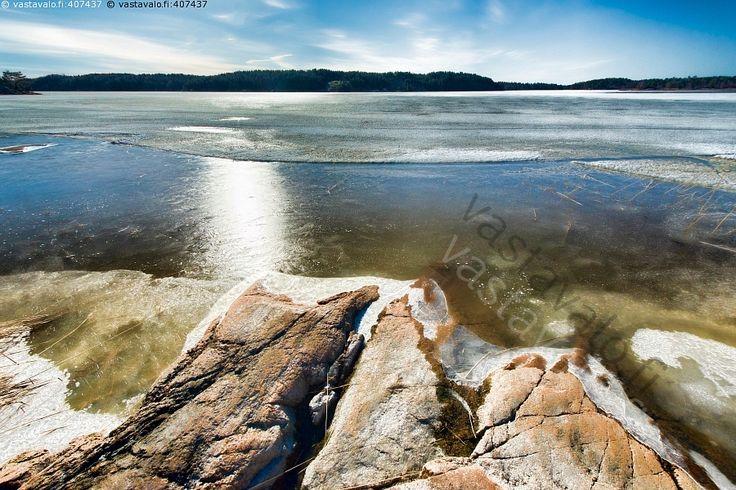 Kevättä - meri kevät jää kallio ranta rantakallio saaristo huhtikuu maisema