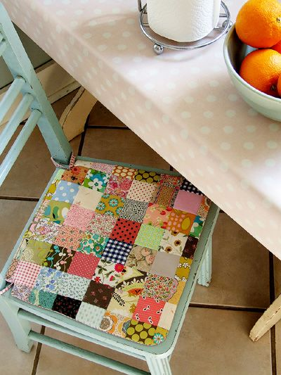 this is cute, I may do a more contemporary look with fabric, but I love it.: Kitchens Chairs, Chairs Cushions, Fabrics Scrap, Seats Covers, Patchwork Chairs, Seats Cushions, Chairs Covers, Chairs Pads, Sewing Patterns