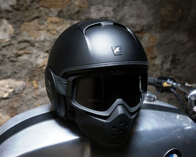 Shark Raw.  French review by 4H10.com.  more details at shark-helmets.com