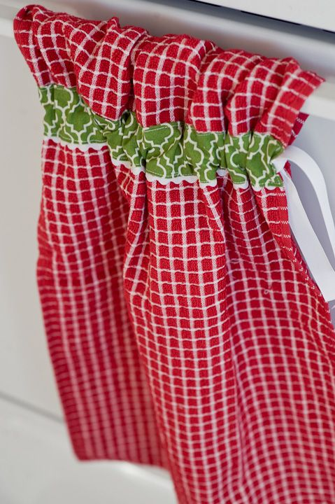 Cute kitchen towel that stays put! This might be simple enough for me to sew...