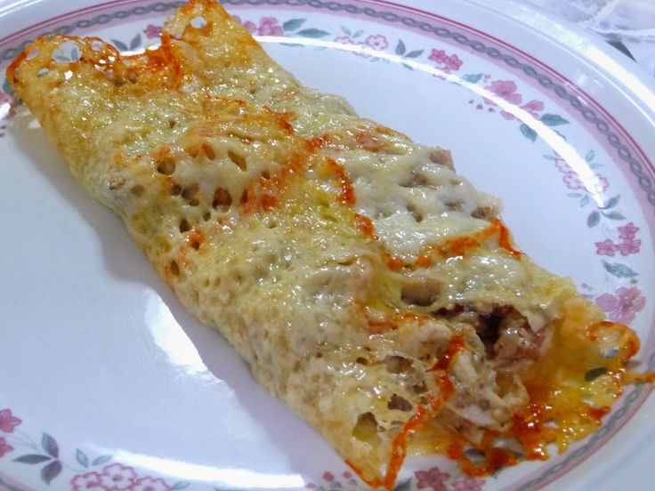 SPLENDID LOW-CARBING BY JENNIFER ELOFF: INDUCTION CHICKEN BAKE - Flexible tortilla made out of cheese! This has a similar filling, I think, to the Costco Chicken Bake. Visit us for more great recipes at: https://www.facebook.com/LowCarbingAmongFriends