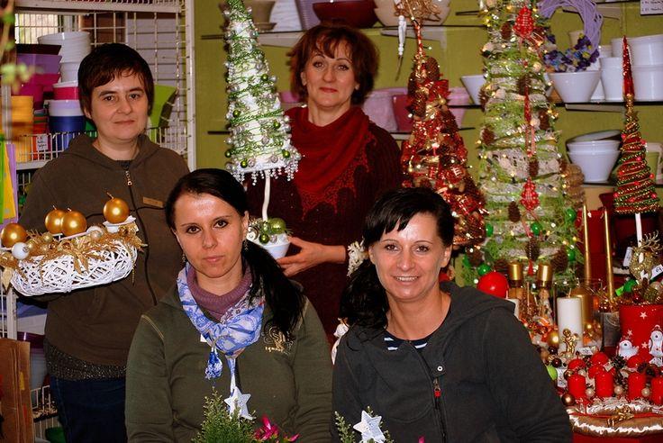 Poszukujemy kreatywnej i energicznej osoby do pracy w kwiaciarni na stanowisko florysty.  Mile widziane doświadcznenie w zawodzie i znajomość języków obcych. Najważniejszy jest jednak zmysł dekoracyjny, zdolności manualne i chęć do nauki. Stań się częścią naszego zespołu i odkryj magiczy świat kwiatów!  Czekamy na Twoje CV & portfolio: kaja.kwiaciarnia@wp.pl www.kaja.lebork.pl
