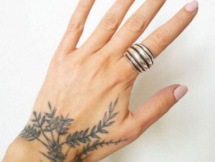 1001 id es de tatouage de fleur et quelle est sa signification tatouage de fleurs - Signification fleurs tatouage ...
