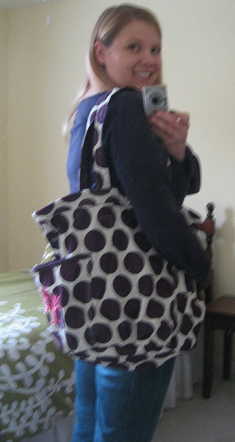 Plum Mod Dot Retro Metro Bag! One of the FREE items Thirty-One rewards consultants with just for doing our job. If you want to earn free gifts like this join my team today. Visit my site for more info. www.mythirtyone.com/123145