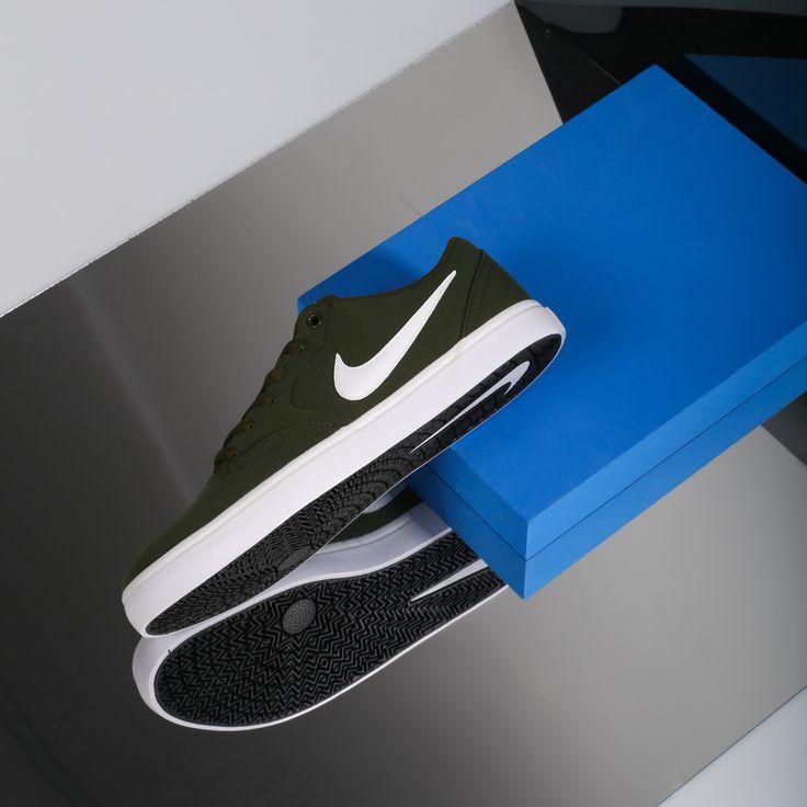 En 2002 Nike presentó su línea SB especialmente enfocada a la comunidad skate ➡ Hazte con las tuyas en nuestras tiendas y en https://www.zapatosmayka.es/es/catalogo/hombre/nike/bamba/zapatillas/423031163023/check-solar-cnvs/