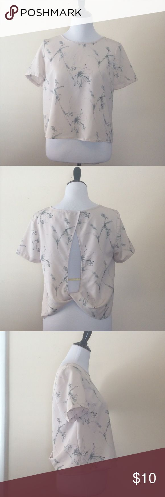 Open back tee Open back cream tee with taupe floral detail Forever 21 Tops Tees - Short Sleeve