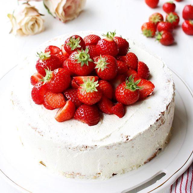 AARDBEIENTAART, Maak van elke dag een feestje met deze prachtige taart! Stap-voor-stap recept voor luchtige biscuit en de citroen/mascarponeroom.