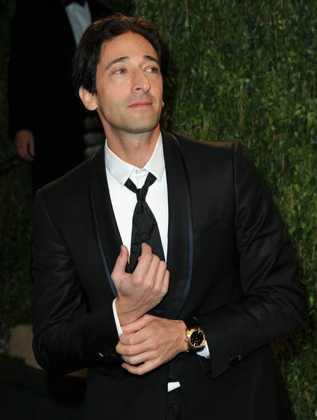 Adrien Brody Photos - Actor Adrien Brody arrives at the 2013 Vanity Fair Oscar Party hosted by Graydon Carter at Sunset Tower on February 24, 2013 in West Hollywood, California. - 2013 Vanity Fair Oscar Party Hosted By Graydon Carter - Arrivals