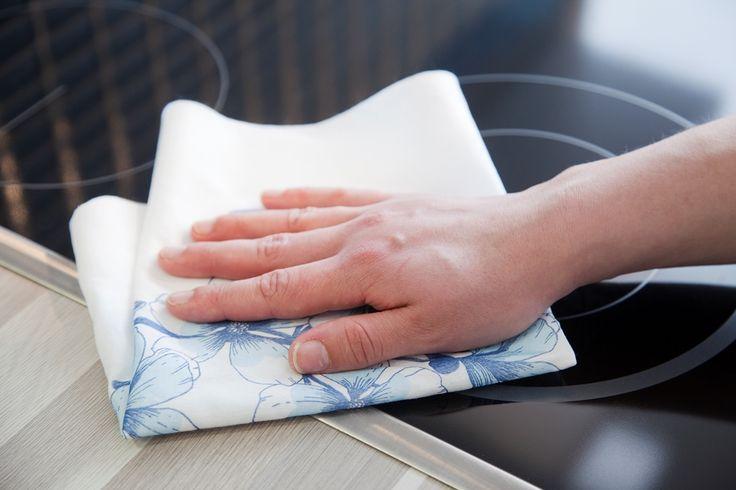 Eskimo Design kuituliina puhdistaa keittiön vaikeatkin pinnat. Se poistaa rasva- ja ruokaroiskeet kaakeleilta ja liedeltä.