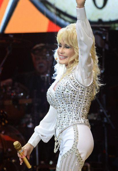 Dolly Parton Photos - Dolly Parton Performs in Knoxville - Zimbio
