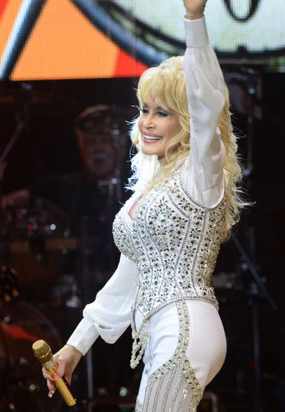Dolly Parton Photos - Dolly Parton Performs in Knoxville - Zimbio