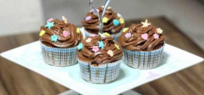 Minik yavrularınızı mutlu etmeye ne dersiniz  <3 #anne #baba #evlat #çocuk #mutluluk #aile #lezzet #sürpriz #muffin #kek  http://www.yemekhaberleri.com/cikolata-kremali-muffin/
