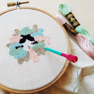 Mis clases de bordado con la aguja mágica están enfocadas a la realización de proyectos de artistas, ilustradores, diseñadores o artesanos que quieran investigar diversas técnicas de creación textil, para combinar con su trabajo y también para
