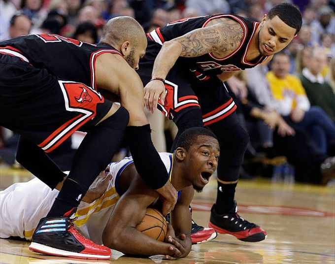Golden State Warriors' Jordan Crawford (centre) fights for a loose ball against Chicago Bulls' Taj Gibson (left) and D.J. Augustin during the second half of the NBA basketball game in Oakland, California. Golden State won 102-87.