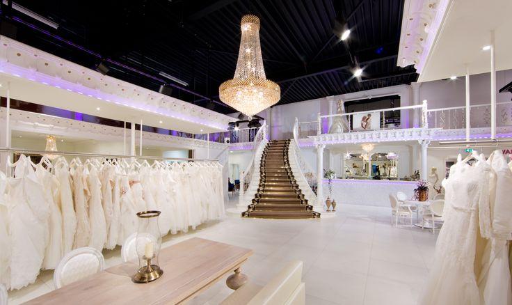 De grootste en mooiste bruidsmode speciaalzaak Koonings Bruid & Bruidegom is geopend. Meer dan 4500m² bruidsmodeplezier met prachtige shop-in-shops.