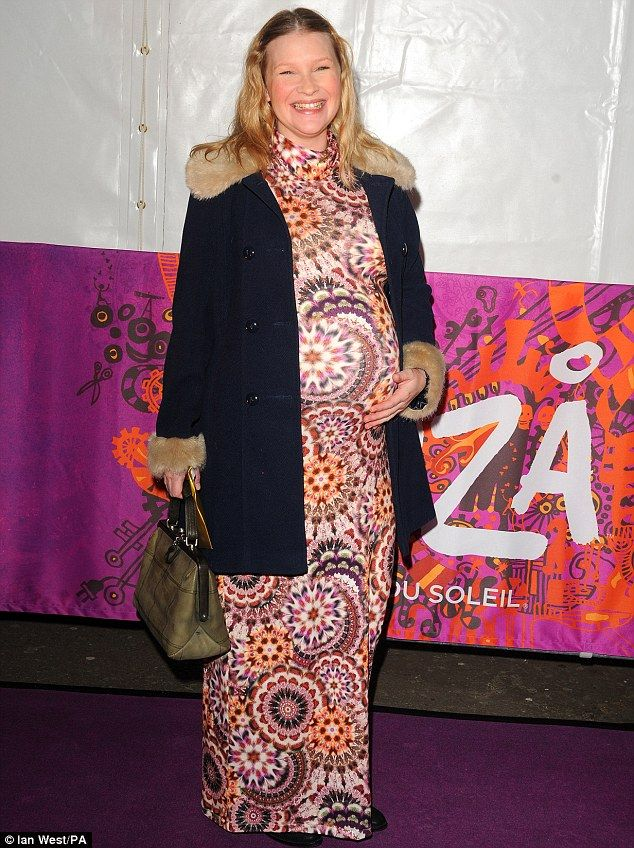 It's just a lot of pattern on a lot of bump. Sorry lovely Joanna Page, but you shoulda worn a belt / bare arms / something entirely different #bumpblunder