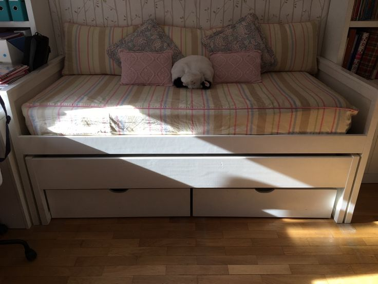 Las 25 mejores ideas sobre camas con cajones abajo en for Cama con cama abajo