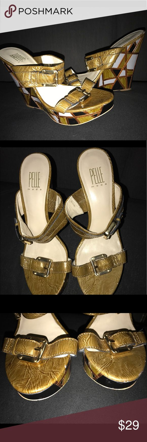 Pelle Moda Plataform Pelle Moda slide platform wedge with graphics design on the heels  size 9. A little be use but in good conditions. Accepting offers! 🎉 Pelle Moda Shoes Platforms