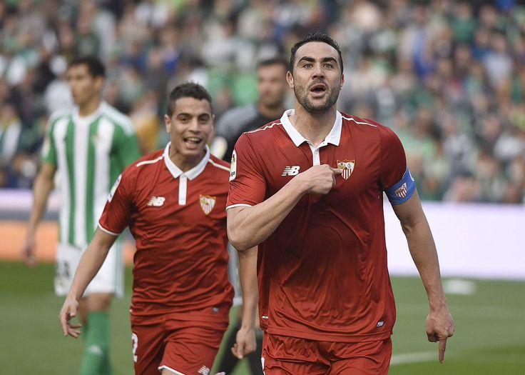 @Sevilla #Iborra celebra la remontada ante el eterno rival junto a #BenYedder #SevillaFC #ElGranDerbi #RealBetisSevillaFC #VamosMiSevilla #VamosCampeón #9ine